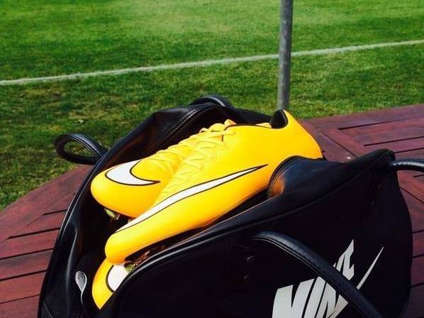 Chaussure dans le football féminin