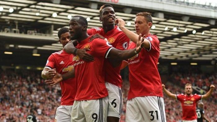Les joueurs de United tous en joie après leur but