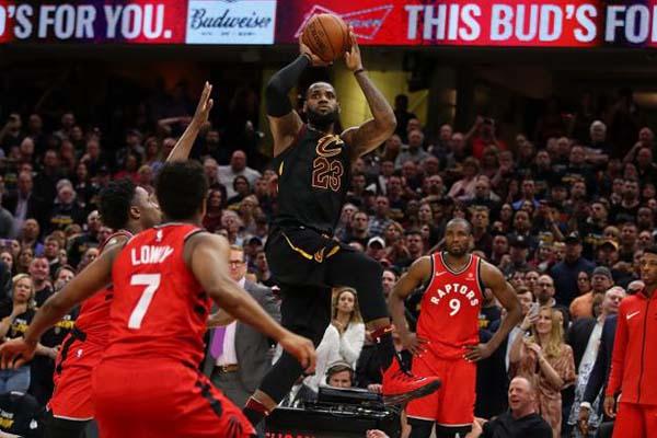 Lebron James buzzer beater Cleveland Cavaliers